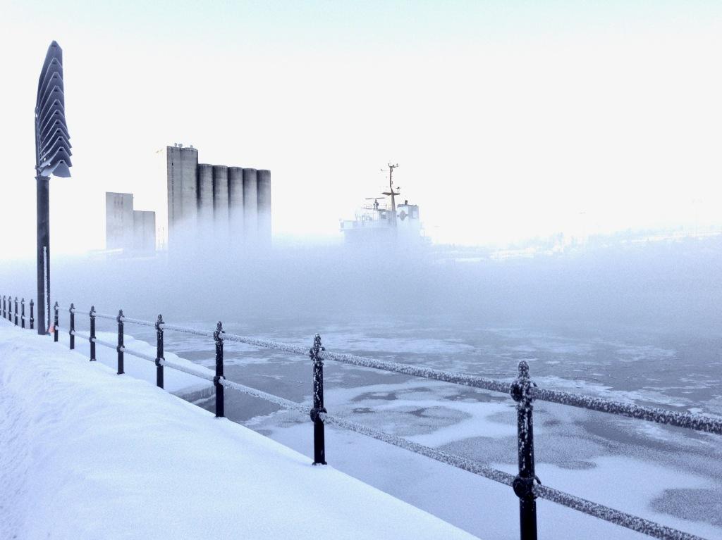 Denna bild har ett alt-attribut som är tomt. Dess filnamn är silo-vinterdis.jpeg